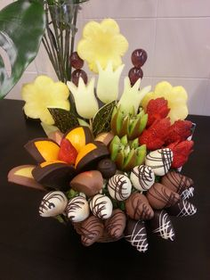 skills I have Edible Fruit Arrangements, Edible Centerpieces, Edible Bouquets, Fruit Decorations, Food Decoration, Fruit Tables, Deco Fruit, Bar A Bonbon, Fruit Creations