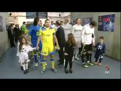 #WTF Casillas touches his snotty nose and wipe his boogers on a kid's face