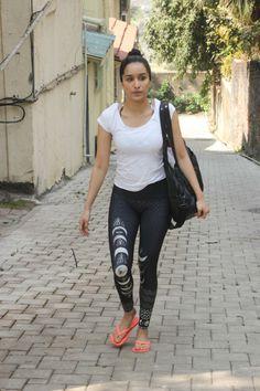Indian Actress Hot Pics, Most Beautiful Indian Actress, Indian Actresses, Bollywood Girls, Bollywood Actress, Alia Bhatt Photoshoot, Shraddha Kapoor Cute, Sraddha Kapoor, Indian Girls Images