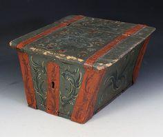 Rosemalt ferdaskrin/sledeskrin, 1700 tallet. Restaurert.