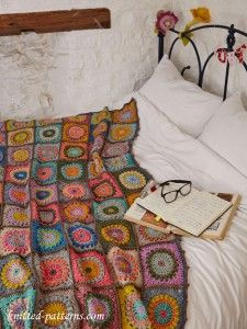 Beautiful crochet blanket by Magda de Lange @ Pigtails - pattern available in Simply Crochet Issue 23 = sooooo pretty! Crochet Squares, Crochet Granny, Knit Crochet, Free Crochet, Granny Square Crochet Pattern, Crochet Baby, Crochet Bikini, Crochet Crafts, Crochet Projects