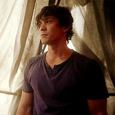 Bellamy is so cute 💕 The 100 Show, The 100 Cast, Bellarke, Bob Morely, Bellamy The 100, Eliza Taylor, Clexa, The Hundreds, Famous Men