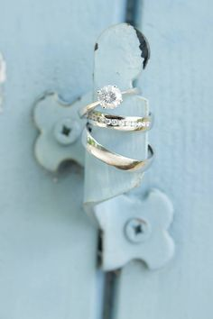 Naše snubní prsteny zpečetily sňatek Jakuba a Petry a to přímo v kouzelné Provence. Zalíbily se Vám tyto elegantní prsteny z bílého zlata? Celou nabídku snubních prstenů si můžete prohlédnout na našich stránkách.