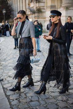 Street Fashion Trends The Raw Straight Cut Jeans Top Street Style, Street Style Trends, Street Style Women, 00s Mode, Mode Style, Women's Fashion Dresses, Womens Fashion, Fashion Trends, Fashion Hacks