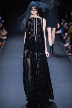 Ann Demeulemeester Spring 2014 RTW - Review - Fashion Week - Runway, Fashion Shows and Collections - Vogue