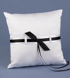Animate en Blanco y Negro --- el regreso --- (pág. 2) | Aprender manualidades es facilisimo.com Ring Bearer Pillows, Ring Bearer Box, Lace Flower Girls, Flower Girl Basket, Black And White Love, Ring Pillow Wedding, Bed Pillows, Garden, Products