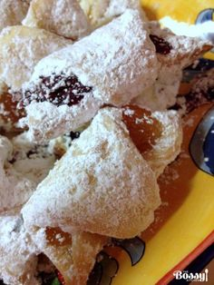 Jam and walnuts rugelach (cornulete cu gem) are perfect cookies all year around for holidays or potlucks. Easy to make, easy to serve and delicious. Rugelach Cookies, Jam Cookies, Perfect Cookie, Cook At Home, Quick Easy Meals, Christmas Cookies, New Recipes, Gem, Food And Drink