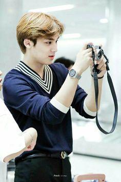 mingyu is an au i can get behind Mingyu Seventeen, Seventeen Debut, Seventeen Scoups, Woozi, Jeonghan, Vernon Chwe, Kim Min Gyu, Choi Hansol, Hyun Jae
