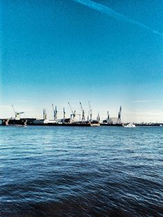 Hamburg // Harbour // Fischmarkt #blue #sunshine #boats #ilovehamburg #elbe