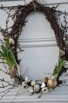 Spring Wreath - simple grapevine wreath, decorated with pussy willow, speckled eggs & bulbs. How pretty! Spring Wreath - simple grapevine wreath, decorated with pussy willow, speckled eggs & bulbs. How pretty! Speckled Eggs, Deco Floral, Egg Decorating, Easter Wreaths, Spring Wreaths, Spring Crafts, Grapevine Wreath, Willow Wreath, Advent Wreath