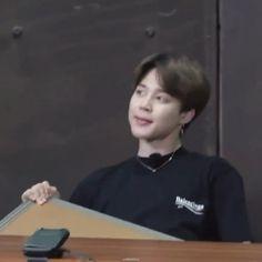 Bts Taehyung, Bts Bangtan Boy, Bts Jungkook, Bts Memes Hilarious, Bts Funny Videos, V Bts Wallpaper, Bts Meme Faces, Foto Jimin, Bts Dancing