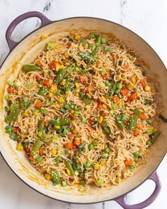 Ramen Stir Fry- this easy dinner recipe is perfect for nights when you CAN T be bothered to spend more than 10 minutes making dinner vegan vegandinner ramen noodles Ramen Dishes, Food Dishes, Ramen Food, Stir Fry Recipes, Cooking Recipes, Top Ramen Recipes, Ramen Noodle Recipes, Easy Dinner Recipes, Easy Meals