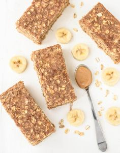 Healthy, filling and delicious Oatmeal Breakfast Bars with peanut butter, banana, and honey. This baked oatmeal breakfast bars recipe will keep you powered for hours. Oatmeal Breakfast Bars Healthy, Camping Breakfast, Breakfast Recipes, Snack Recipes, Breakfast Ideas, Bar Recipes, Power Breakfast, Clean Breakfast, Oatmeal Recipes