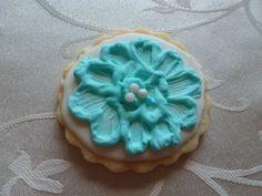 Hand-painted flower medallion sugar cookie (teal)