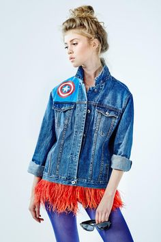 """Denim jacket """"Bang"""" of dark blue color. 100% COTTON. Hand painted, decorated with detachable ostrich feathers of red colour.Woven label in organic cotton.NOT VINTAGE JACKET!"""