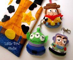 Lembrancinhas Toy Story! Sacolinha e chaveiros dos personagens do filme! Tudo Little Bird Ateliê. Contato: littlebirdatelie@gmail.com