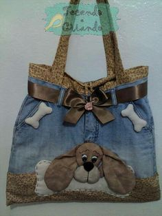 very nice, cute dog, recycle jeans Fabric Crafts, Sewing Crafts, Sewing Projects, Patchwork Bags, Quilted Bag, Denim Handbags, Purses And Handbags, Bag Quilt, Sacs Tote Bags