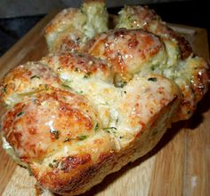 garlic Parmesan Cheese Pull apart Bread... made with rhodes rolls