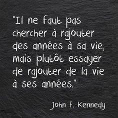 Il ne faut pas chercher à rajouter des années à sa vie, mais plutôt essayer de rajouter de la vie à ses années. - John F. Kennedy #citation #citationdujour #proverbe #quote #frenchquote #pensées #phrases #french #français