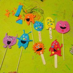 Marionetas de monstruos Desserts, Craft Studios, Puppet, Monsters, Shapes, Activities, Tailgate Desserts, Deserts, Postres