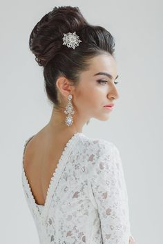 30 Top Knot Bun Wedding Hairstyles That Will Inspire(with Tutorial) | http://www.deerpearlflowers.com/top-knot-bun-wedding-hairstyles-that-will-inspire/