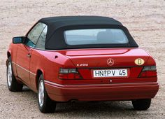 25 Jahre Mercedes-Benz W 124 Mercedes W 124, Mercedes Cabrio, Mercedes Benz Maybach, Mercedes E Class, Benz E Class, Classic Mercedes, Daimler Benz, Auto Motor Sport, Audi Quattro