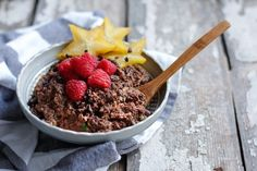 Mexican Chocolate Zoats is a unique way to use zucchini in a morning porridge combined with mexican chocolate flavor, a low carb alternative to oatmeal. Sweet Breakfast, Low Carb Breakfast, Breakfast Recipes, Sunday Breakfast, Breakfast Club, Breakfast Ideas, Vegan Keto Recipes, Low Carb Recipes, Cooking Recipes