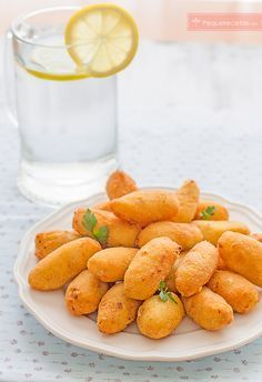 Una receta de croquetas fácil: aprende a hacer croquetas de pollo paso a paso. Si quieres croquetas crujientes por fuera y cremosas por dentro, mira esta receta