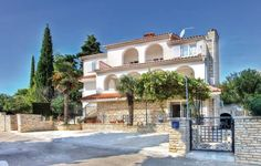 Apartment Premantura with Sea View 03 Premantura Apartment Premantura with Sea View 03 offers pet-friendly accommodation in Premantura, 38 km from Rovinj and 9 km from Pula. The air-conditioned unit is 36 km from Rabac. Free WiFi is featured throughout the property.