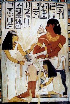 Relieve pictórico en la TUMBA DE SENNEFER, alcalde de Tebas durante el reinado de Amenhotep II. Aparece sentado con su segunda esposa MERYT, cantora de Amón, frente a él en posición de pie. Arrodillada una de sus hijas MUTNEFER. Dinastía XVIII del Imperio Nuevo.