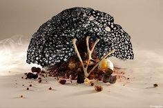 A dramática lua negra. Prato faz parte do requintado menu do chef Denis Martin