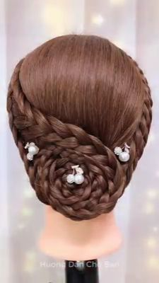 Beautiful Hairstyles Beautiful and easy hair styles. The post Beautiful Hairstyles appeared first on Bunte Haar Diy. Beautiful and easy hair styles. Face Shape Hairstyles, Girl Hairstyles, Braided Hairstyles, Wedding Hairstyles, Hairstyles Videos, Curly Hair Styles, Natural Hair Styles, Hair Braiding Styles, Braid Styles
