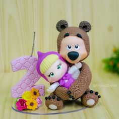 Maria Valentina, Masha And The Bear, Candels, Cold Porcelain, Minnie, Clay Crafts, First Birthdays, Cake Toppers, Fondant