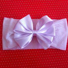 Faixa de meia de seda com laço. Cores branco, preto, pêssego, rosa, rosa néon, amarelo e vermelho. R$ 9,90