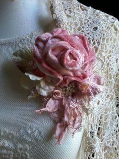 victorian,shabby chic, brooch,corsage,hair accessory,velvet,flowers,silk,wedding,vintage,romantic,hand made