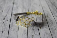 Geometrie - Armband mit Sechseck in grau / gold, veganes Leder von buntezeiten auf Etsy