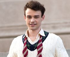 """TDHQ na Instagramu: """"hi! here's thomas to make your day a little bit better"""" Harry Hook, Thomas Doherty, Hate Men, Floral Tie, Instagram, People, People Illustration, Folk"""