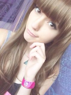 Leda Muir - Leda Muir You are in the right place about hair bangs Here we offer you the most beautiful pictures - Leda Muir, Red Hair And Green Hair, Tween Girl Haircuts, Leda Monster Bunny, Afro, Front Bangs, Scene Hair, Emo Scene, Straight Bangs