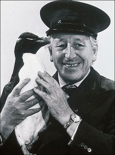 Do you remember Johnny Morris as a zoo keeper in in Animal Magic' making wildlife fun for children. He did the funny voices of the animals 1970s Childhood, My Childhood Memories, Great Memories, The Lone Ranger, Animal Magic, Old Tv Shows, Vintage Tv, Teenage Years, Classic Tv