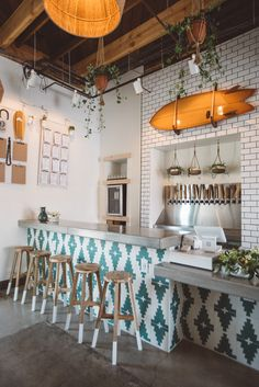 The World's First Hard Kombucha Brewery Brings Major Surf Shack Vibes! Those teal colors paired with orange tones really livens this space up! Surf Shack, Design Café, House Design, Surfing Lifestyle, Surf Style Home, Deco Surf, Bar Restaurant Design, California Decor, California Homes
