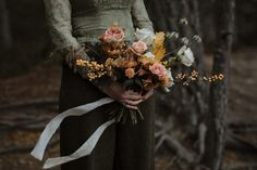 A Woodland Handfasting Elopement at the Dell of Abernethy in the Scottish Cairngorns Fall Wedding Flowers, Autumn Wedding, Fall Bouquets, Wedding Bouquets, Cascade Bouquet, Handfasting, Vintage Stil, Wedding Blog, Wedding Ideas