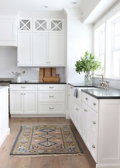 6 Best White Paint Colors for Trim, Doors and Walls. If you are painting your baseboards, kitchen cabinets, or walls white then these are the best white paint colors for you! Wood Kitchen Cabinets, Kitchen Cabinet Colors, Painting Kitchen Cabinets, Kitchen Paint, Kitchen Colors, New Kitchen, White Cabinets, Upper Cabinets, Kitchen Modern