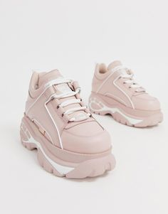 Buffalo London flatform chunky trainers in pink Fila Sandals, Sandals Outfit, Fashion Boots, Sneakers Fashion, Shoes Sneakers, Platform Sneakers, Buffalo Shoes, Korean Shoes, Chunky Shoes