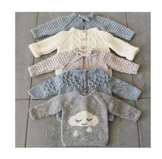 Free Knitting Pattern Baby Cardigan with Cables Baby Knitting Patterns, Knitting For Kids, Baby Patterns, Free Knitting, Knitting Projects, Stitch Patterns, Knit Baby Sweaters, Knitted Baby Clothes, Baby Knits