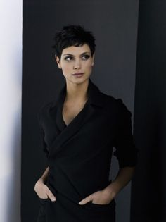 hair morenas Love Amy Acker, but Morena Baccarin would have KILLED IT as Root. Pixie Hairstyles, Cool Hairstyles, Pixie Haircuts, Pelo Guay, Curly Hair Styles, Natural Hair Styles, Morena Baccarin, Sassy Hair, Short Styles