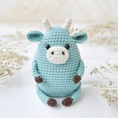 Amiguroom Toys   Free amigurumi patterns Crochet Yarn, Crochet Toys, Free Crochet, Amigurumi Doll Pattern, Bee Free, Yarn Tail, Stuffed Toys Patterns, Single Crochet, Crochet Projects