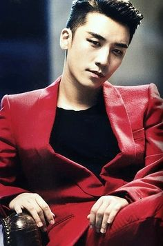 Lee Seung Hyun (Seungri) from Big Bang looks so amazing in this photo, smoky eyes and all!  -Lily #asianfashion #bigbang