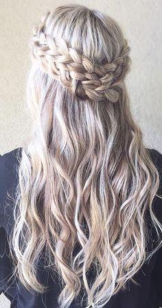 Wedding hairstyle idea; Featured Hairstyle: ashpettyhair