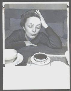 Edith Piaf http://www.editionsmontparnasse.fr/p1105/Chanteurs-de-toujours-Volumes-1-et-2-DVD