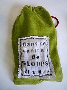 Dans le ventre de GLOUPS, il y a... Petit jeu de langage et de mémoire! Chaque jour, on dépose un objet dans le sac et les enfants doivent se rappeler ce qu'on y a déposé le lendemain...